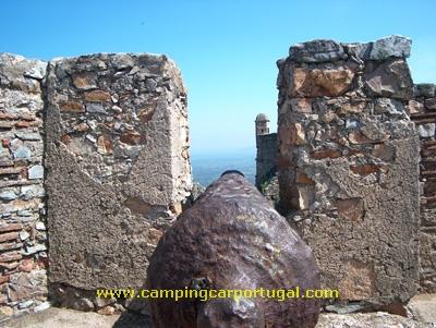 O castelo de Marvão foi uma fortificação estratégica de detenção, orientada para a fronteira, da qual dista uns escassos 13Km
