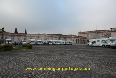 Estacionamento frente ao Palácio Nacional de Queluz
